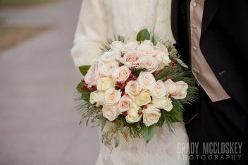 winter wedding champagne roses