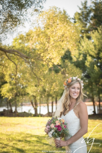 Janelle's pretty flower crown and vibrant bouquet